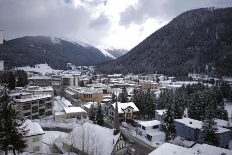 El Centro de Congresos de Davos, en el centro, se prepara para el Foro Económico Mundial de Davos, Suiza, el domingo.