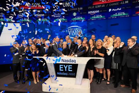 El día del debut de National Vision en bolsa