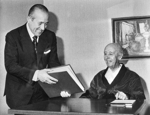 El dictador Francisco Franco y su presidente del Gobierno, Carlos Arias-Navarro, en 1975