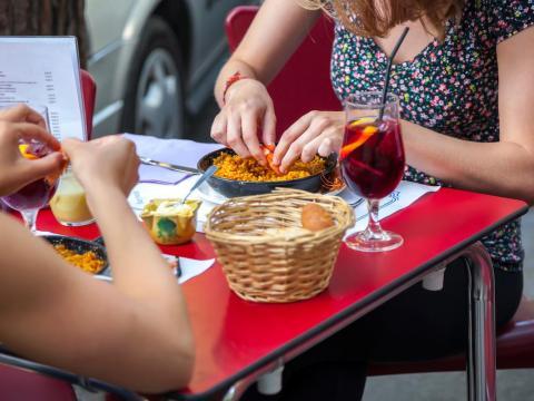 Intenta buscar otro sitio si el restaurante al que quieres entrar cierra en 10 minutos.
