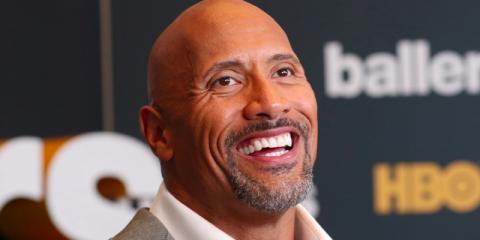 Dwayne Johnson, el actor mejor pagado del mundo, tiene una mandíbula fuerte y una sonrisa ganadora, lo que podría llevar a la gente a percibirlo como dominante y digno de confianza