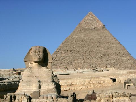 La esfinge y la pirámide de Kefrén en Giza, El Cairo.