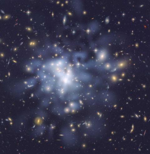LA materia oscura se ilustra aquí como la niebla entre las galaxias.