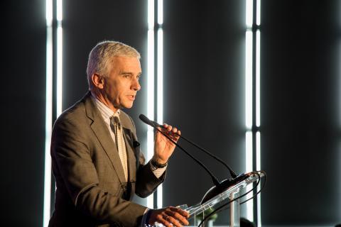 Fernando de Miguel, director financiero, de Tecnologías de la Información y de Comunicación Corporativa de Toyota España, recoge el premio de Mobility Insider.