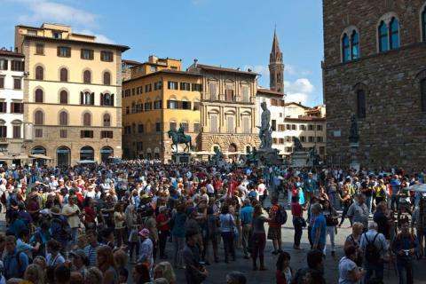 Florencia ha decidido denunciar a la gente que come en la calle.