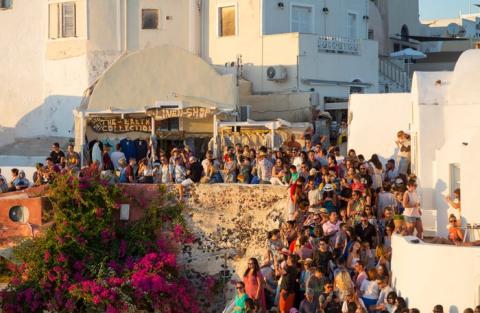 En Grecia, Instagram ha llevado a multitudes de turistas a Santorini.