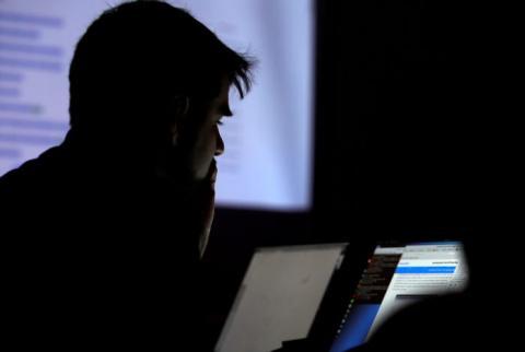 Hacker en un ordenador.