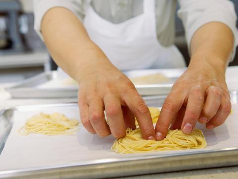 La pasta es a menudo uno de los artículos más baratos, pero tiene un sabor diferente cuando se hace a mano.