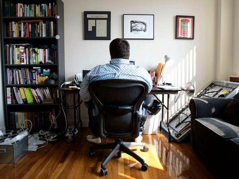 Tener un espacio dedicado al trabajo en casa te ayuda a evitar la sensación de que el trabajo se apodera de tu vida, tanto física como mentalmente.