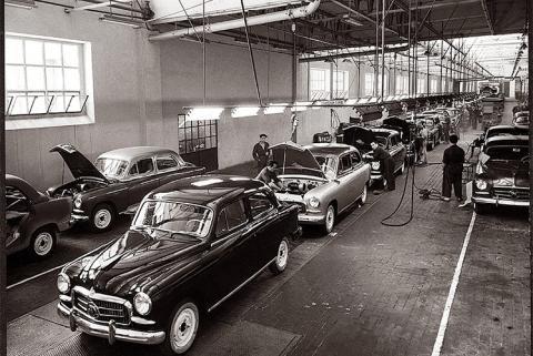 Imagen de una fábrica de automóviles Seat en los años 60