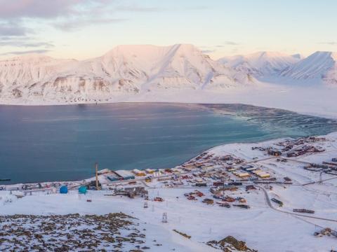 Las impresionantes fotos muestran cómo es la vida en el pueblo más al norte del mundo