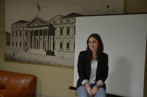 Irene Montero se hace la foto de diputada en el Congreso por primera vez.