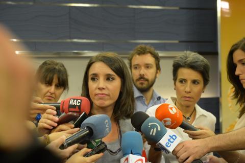 Irene Montero, ante los medios.