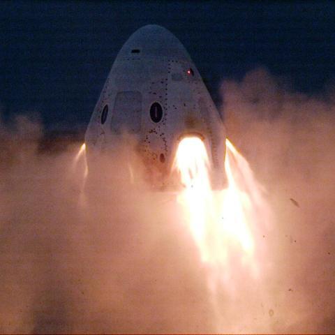 SpaceX prueba con éxito motores para abortar incendios que alejarían a una nave espacial Crew Dragon del peligro en caso de fallo de un cohete.