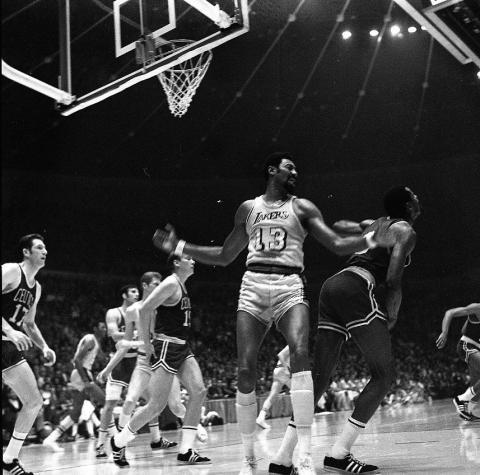 El jugador de baloncesto Wilt Chamberlain