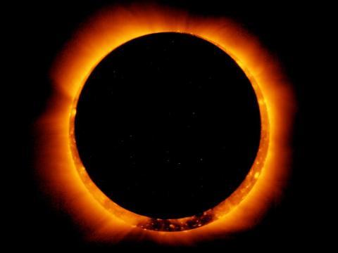 Un eclipse solar anular visto por la nave espacial japonesa Hinode el 20 de mayo de 2012.