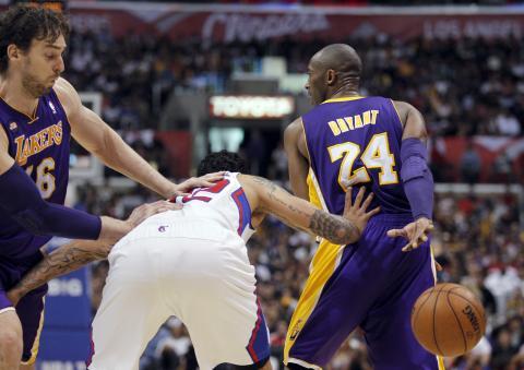 Kobe Bryant se asocia con Pau Gasol (2010).