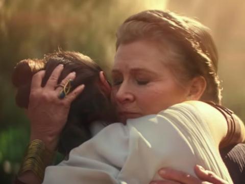 "Daisy Ridley y Carrie Fisher como Rey y Leia en ""Star Wars: The Rise of Skywalker""."