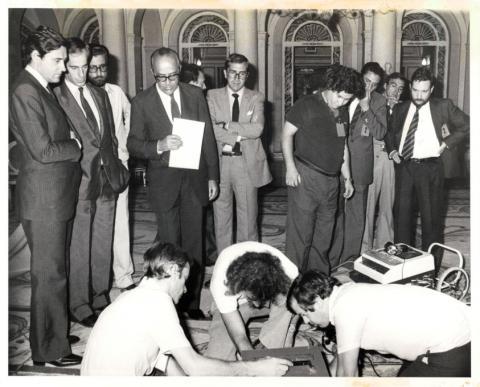 Leopoldo Calvo Sotelo, junto a su ministro de Presidencia, Matías Rodríguez Inciarte, en 1981.