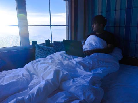 Madrugar, persona en la cama