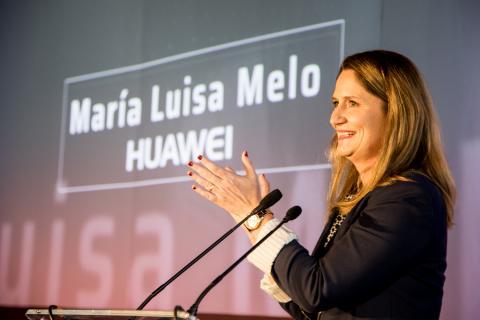 María Luisa Melo, directora de Relaciones Institucionales de Huawei, recoge el premio Better Capitalism