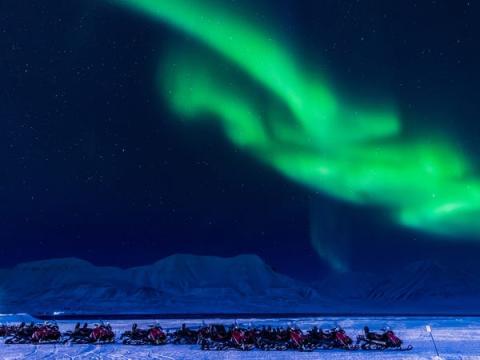 No faltan motos de nieve en Longyearbyen.