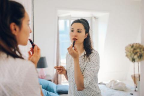 El acto de vestirte por la mañana puede ayudarte a sentir que estás preparada para afrontar el día.