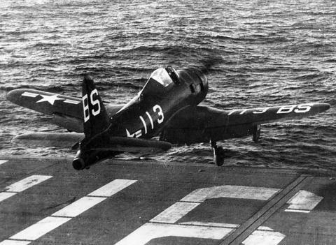 Un US Navy Ryan FR 1 Fireball se lanza desde un portaaviones en el estrecho de Badeong en 1947.