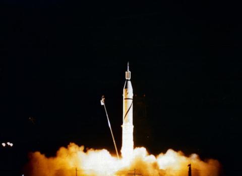 La NASA lanza su primer satélite, el Explorer 1, desde el anexo de misiles de Cabo Cañaveral de Florida el 31 de enero de 1958.