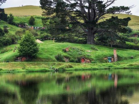 El lugar ficticio Hobbiton está ambientado en Matamata, Nueva Zelanda.