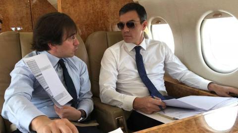 José Manuel Albares, nuevo ministro de Asuntos Exteriores, y Pedro Sánchez, presidente de España.