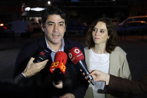 La presidenta de la Comunidad de Madrid, Isabel Díaz Ayuso, y su consejero de Vivienda, David Pérez