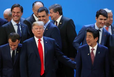 El presidente de EE.UU., Donald Trump, junto a sus homólogos francés, Emmanuel Macron, y español, Pedro Sánchez, y los primeros ministros de Canadá, Justin Trudeau, y Japón, Shinzo Abe