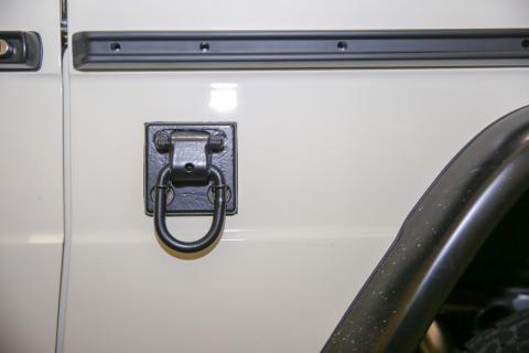 Side hooks allow it to be dropped from a helicopter.