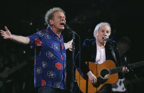 Simon & Garfunkel en un concierto en 2009.