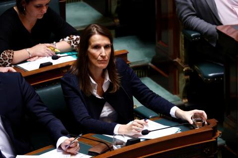 Sophie Wilmes en el Parlamento belga.