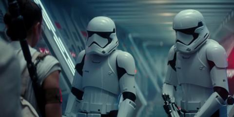 Poe, Finn y Chewie son capturados por la Primera Orden.