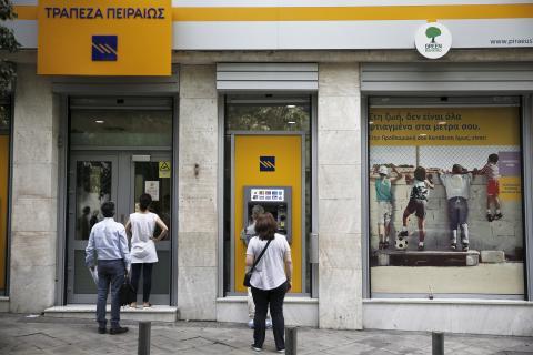 Una sucursal de Piraeus Bank en Atenas