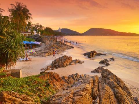 Patong Beach en Phuket, Tailandia.