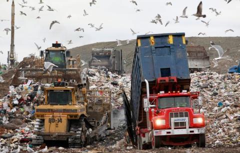 El mundo produce más de 2,01 billones de toneladas de basura emisora de metano cada año. Solo una parte de ella se recicla.
