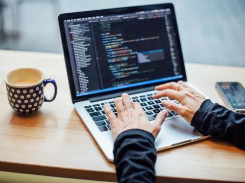 El área de la Bahía de San Francisco, Nueva York, Los Ángeles, Boston y Seattle son las principales ciudades de contratación para programadores backend.