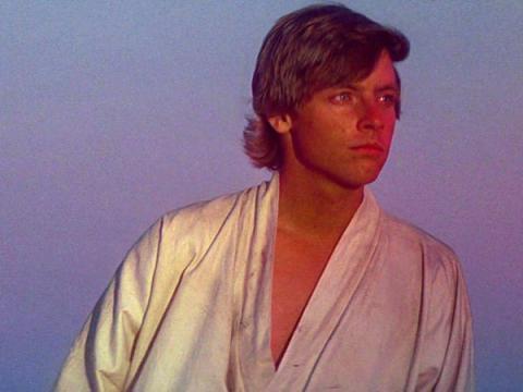 Luke Skywalker mira al horizonte
