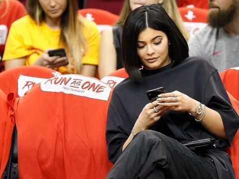 7. En una publicación patrocinada en Instagram, Jenner gana poco menos de lo que se espera que gane una mujer con una licenciatura en toda su vida: 1,3 millones de dólares.