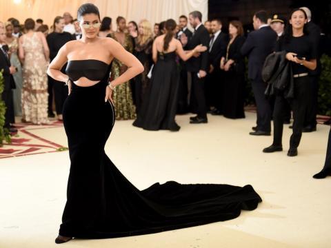 8. Jenner es tan rica que un estadounidense promedio que gasta un dólar es similar a Jenner gastando 10.277 dólares.