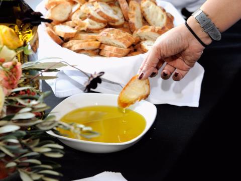 El aceite de oliva junto al ejercicio pueden hacerte vivir más