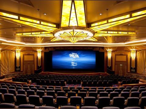 Al igual que los cines normales, también tienen sesión nocturna.