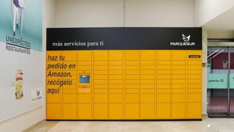 Punto de recogida 'Amazon Locker' en un Centro Comercial.