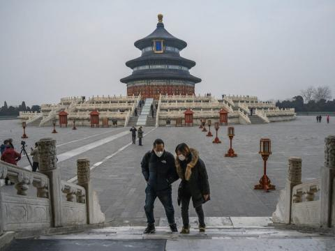 Visitantes llevando mascarillas en el Templo del Cielo el 27 de enero.