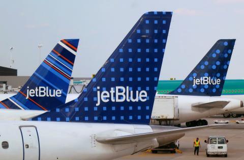 Aviones de Jetblue en el aeropuerto JFK de Nueva York