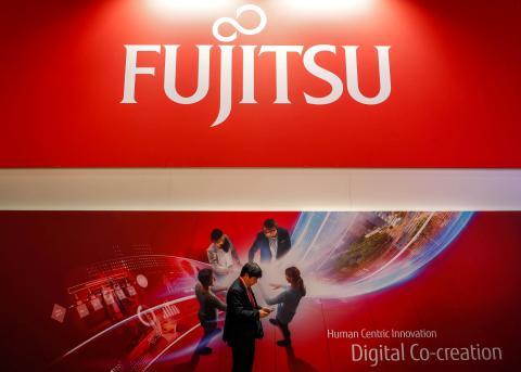 Un cartel publicitario de Fujitsu en el MWC de Barcelona de 2018